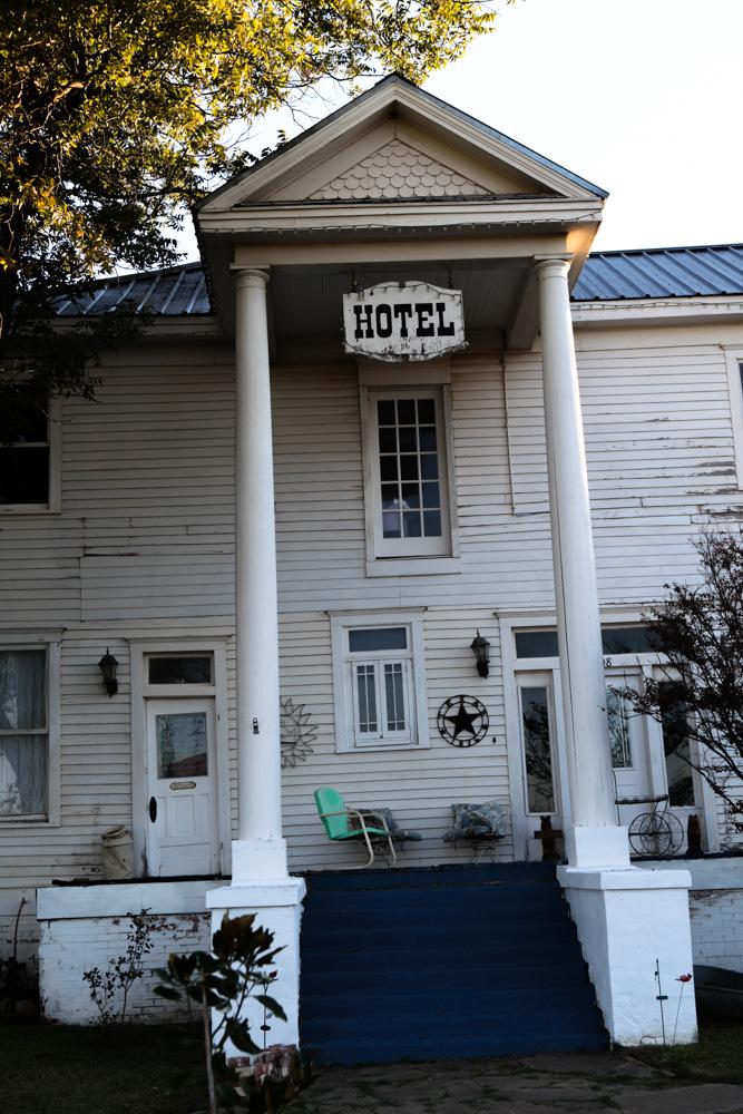 Calvet, Hotel