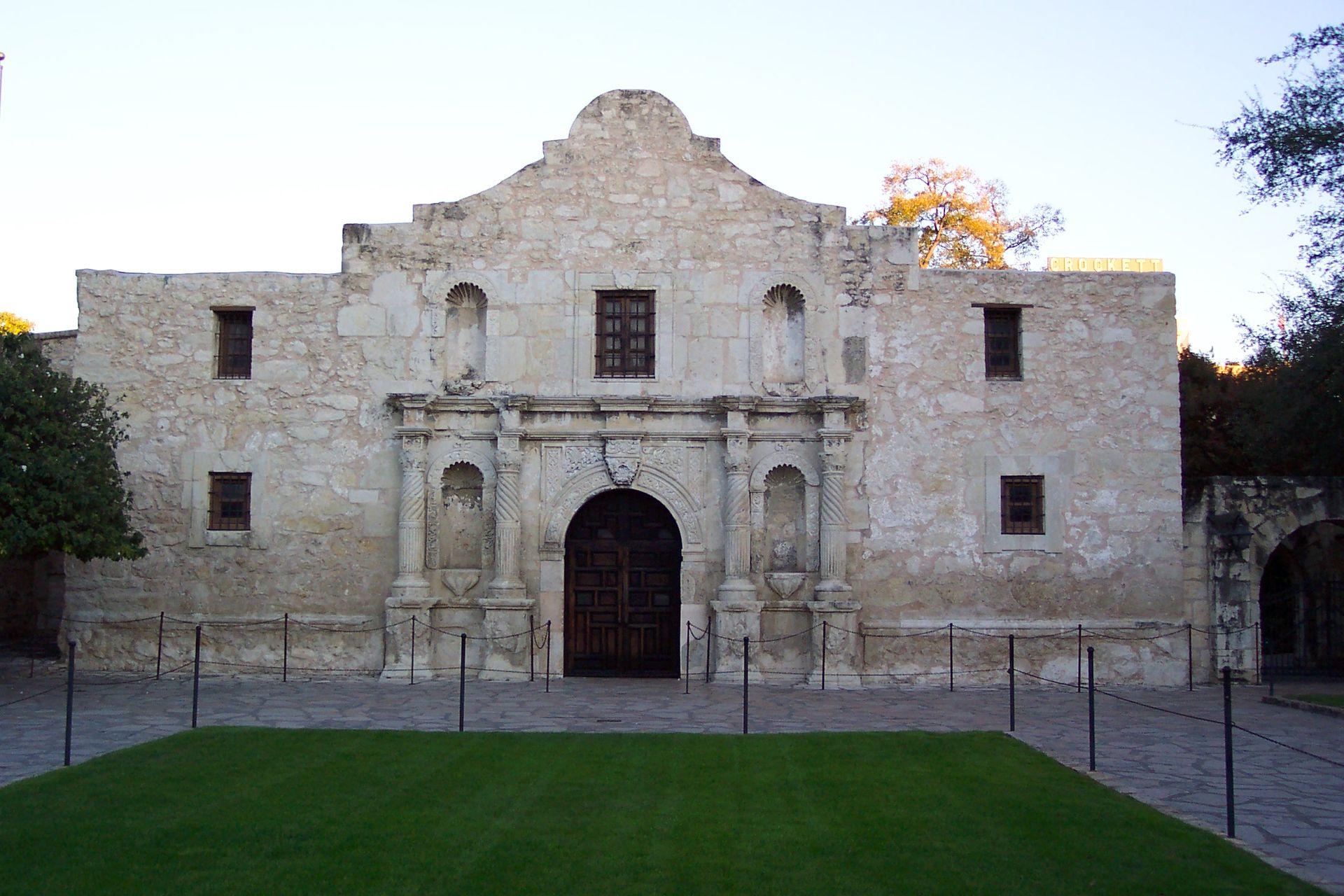 Mission_San_Antonio_aka_Alamo