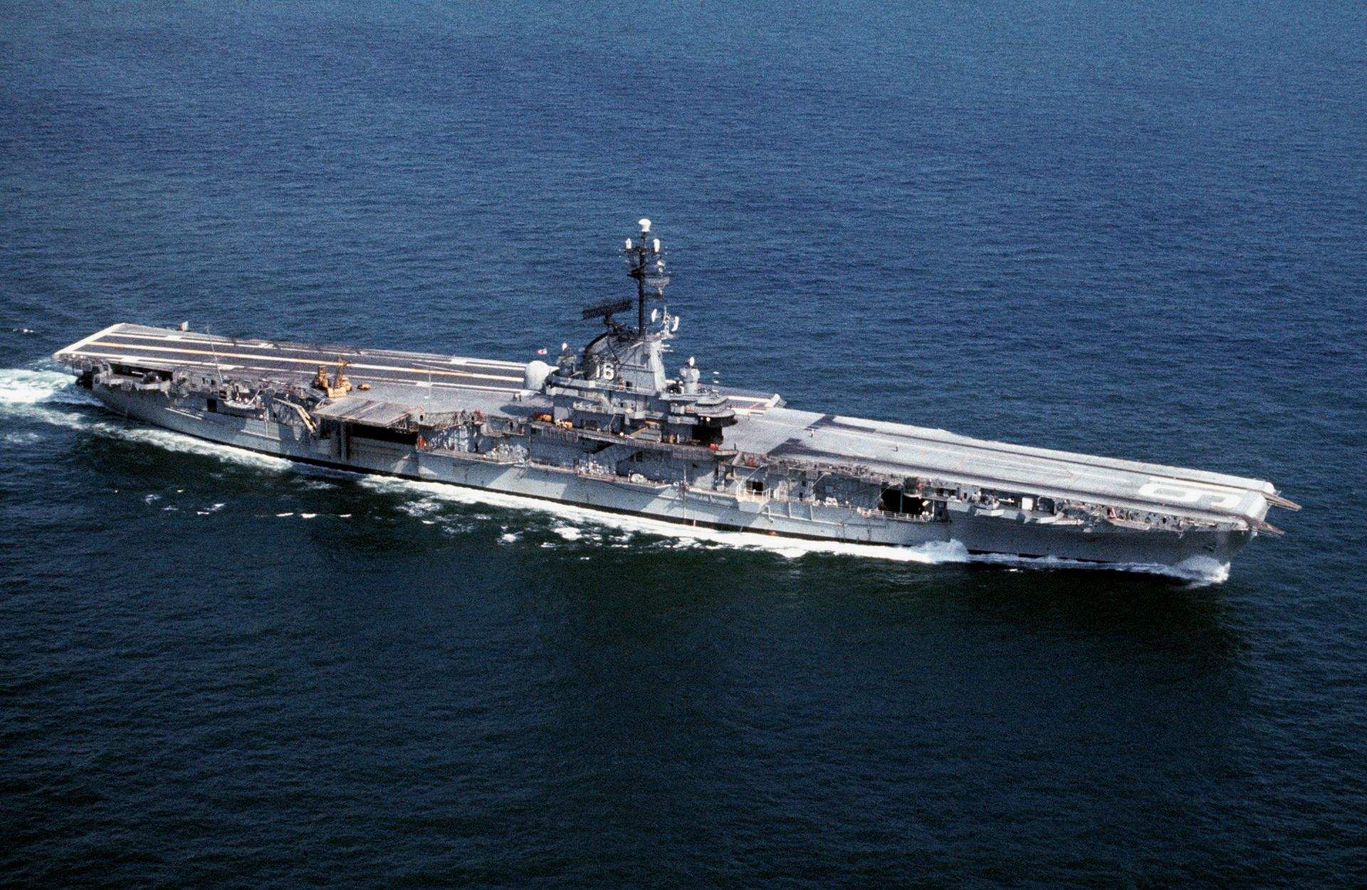 USS_Lexington_(CVS-16)_underway_in_the_1960s.JPEG